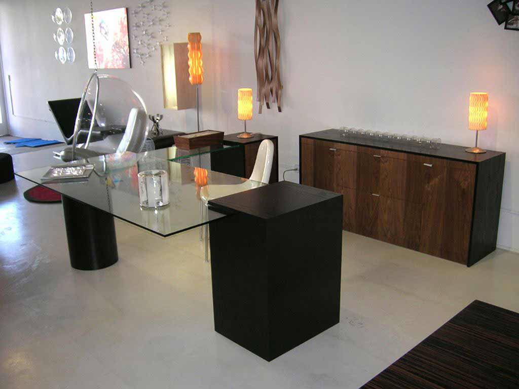 Modern Office Desk ~ Bear glass creates modern desktops