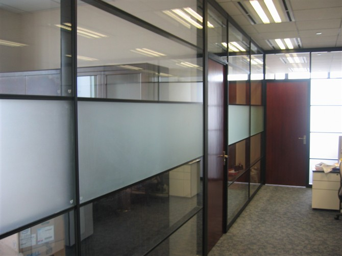 achieving a unique balance between style and function to your office using glass wall partition aluminum office partitions