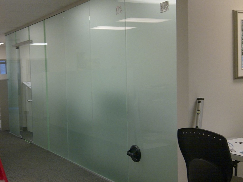 5 common uses of sandblasted glass bear glass blog for Glass walls