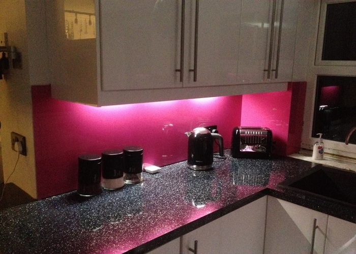 Starphire™ glass splashback