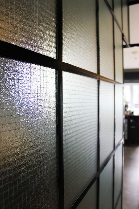 chicken wire glass partition